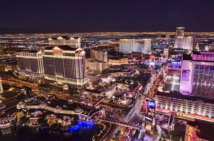 Las Vegas Strip north from Paris